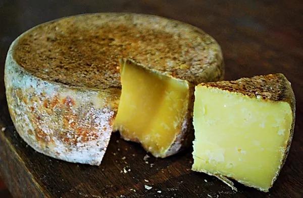 Adição de corante amarelo ao queijo: um recurso visual
